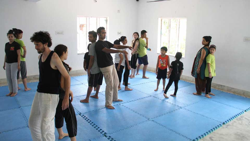 Dance Interns at Masako Ono Performing Arts India