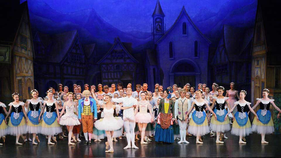 English Youth Ballet Is Looking for A Female Dancer